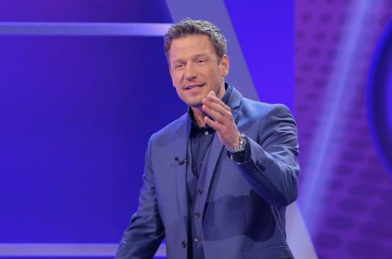 """Meister des Alltags - Das SWR Wissensquiz"" Moderator Florian Weber as host."