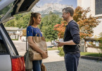 Lena Lorenz (Judith Hoersch) versucht, mit Markus Petri (Andreas Guenther) über dessen Frau Isabel zu sprechen, denn ihrem Eindruck nach ist Isabel in ein Stimmungstief geraten, aus dem sie alleine nicht mehr heraus kommt.