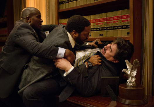Ray Kasten (Chiwetel Ejiofor, M.) und Martin Morales (Alfred Molina, r.)