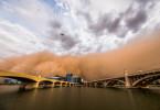 Im Südwesten der USA kommt es immer wieder zu Sandstürmen. Einer von ihnen verschluckt im August 2018 die Mill Avenue Bridges in Tempe, im US-Bundesstaat Arizona.