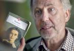 """Der von der Weltliteratur begeisterte Martin Joubert (Fabrice Luchini) spricht mit Gemma Bovery (Gemma Arterton) über Gustave Flauberts Roman """"Madame Bovary""""."""