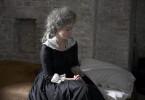 """Marie-Antoinette (Maud Wyler) wird in die Conciergerie, das Gefängnis des Revolutionstribunals, überführt. In diesem auch als """"Vorzimmer des Todes"""" bezeichneten Kerker soll das Urteil über die letzte Königin Frankreichs gefällt werden."""