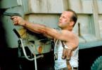 John McClane (Bruce Willis) bekommt es mit einem mysteriösen Hightech-Terroristen zu tun, der in ganz Manhattan tödliche Bomben versteckt hat.