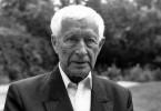 Der Schriftsteller Ernst Jünger gilt als einer der wichtigsten und zugleich umstrittensten deutschen Schriftsteller des 20. Jahrhunderts. Noch immer scheiden sich an ihm die Geister. Hier eine Aufnahme aus dem Jahr 1990