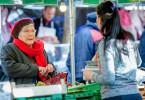 """Trotz ernsthafter finanzieller Probleme versucht Huguette (Line Renaud, li.), stets eine gute Figur zu machen.Zur ARTE-Sendung Von wegen altes Eisen Trotz ernsthafter finanzieller Probleme versucht Huguette (Line Renaud, li.), stets eine gute Figur zu machen. © Pascal Chantier/Mon Voisin Productions Foto: ARTE France Honorarfreie Verwendung nur im Zusammenhang mit genannter Sendung und bei folgender Nennung """"Bild: Sendeanstalt/Copyright"""". Andere Verwendungen nur nach vorheriger Absprache: ARTE-Bildredaktion, Silke Wölk Tel.: +33 3 90 14 22 25, E-Mail: bildredaktion@arte.tv"""