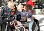 Im vergangenen Jahr haben sich die Senioren und Kinder aus der Kölner Umgebung kennengelernt. Sie haben nicht nur ihren Kontakt über das Jahr erhalten, sondern feiern auch ein gemeinsames Weihnachten.  Die Verwendung des sendungsbezogenen Materials ist nur mit dem Hinweis und Verlinkung auf TVNOW gestattet.
