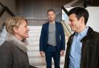 Marie Brand (Mariele Millowitsch) und Simmel (Hinnerk Schönemann, M.) verlassen das Präsidium - Konstantin Stark (Manuel Rubey, r.) kommt und nimmt Marie mit.