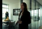 Annabelle (Natalia Wörner, r.) sieht Jaqueline (Petra van de Voort, l.) bei John (Fritz Karl) im Anwaltsbüro.