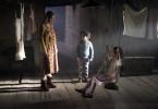 Tuva (Pauline Knof) mit Magnus (Cai Cohrs) und Inga (Helena Pieske). Weitere Fotos auf Anfrage.