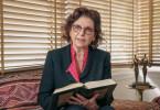 Die Tunesierin Faouzia Charfi ist seit ihrer Jugend eine muslimische Feministin. Lange Zeit lehrte die Physikerin als eine von wenigen Frauen an der Universität in Tunis.