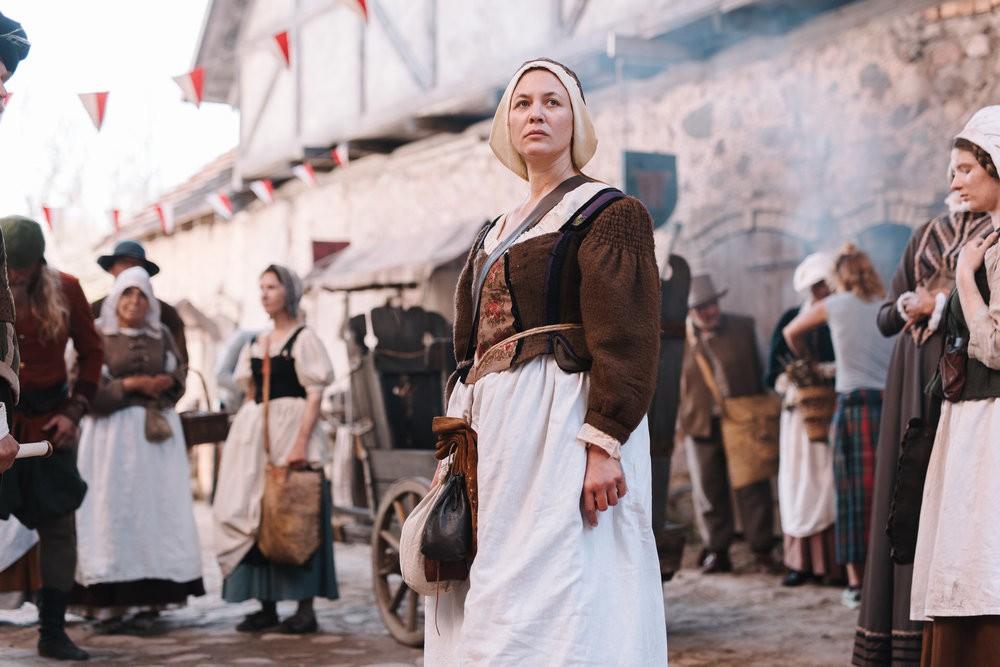Hebamme Anna Stein (Julia Thurnau) kämpft im Köln des 17. Jahrhunderts gegen die hohe Kindersterblichkeit.