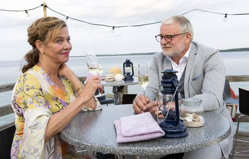 Heidi (Margarita Broich) trifft ihren Schwarm Ivo (Filip Peeters) auf Sylt wieder.