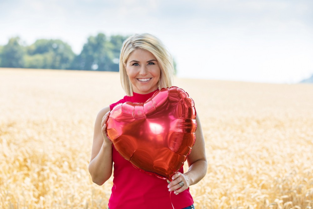 Bei 'Schlager sucht Liebe' suchen Sänger und Sängerinnen die Liebe ihres Lebens. Moderiert wird die neue Doku-Soap von DSDS-Gewinnerin und Schlager-Star Beatrice Egli.